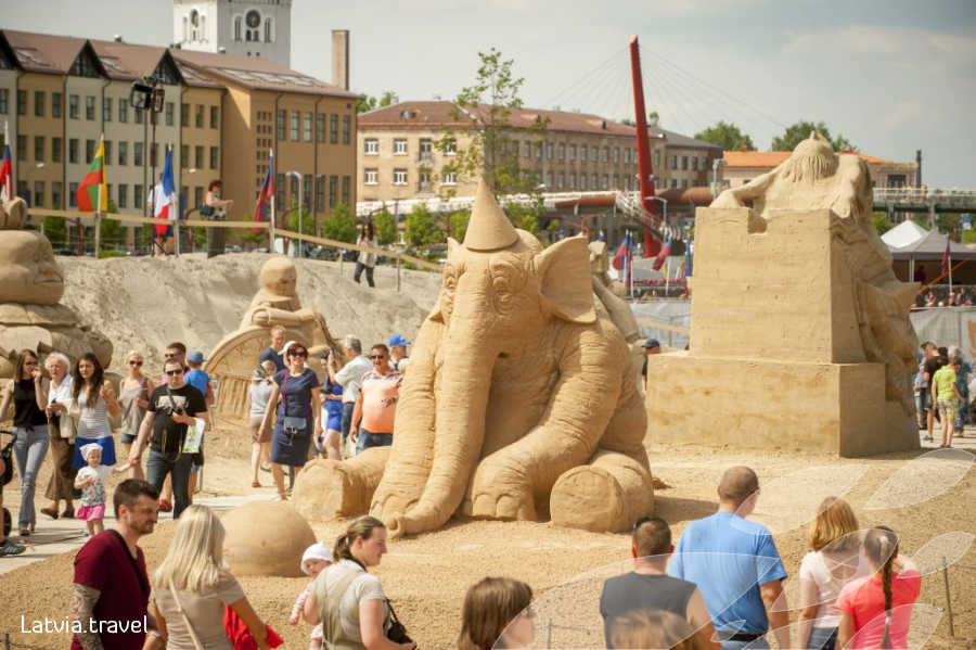 """Starptautiskais smilšu skulptūru festivāls """"Summer Signs"""""""