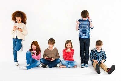 Vai esam gatavi Z paaudzei? Digitālā laikmeta bērni ģimenē un skolā. Divu lekciju cikls.